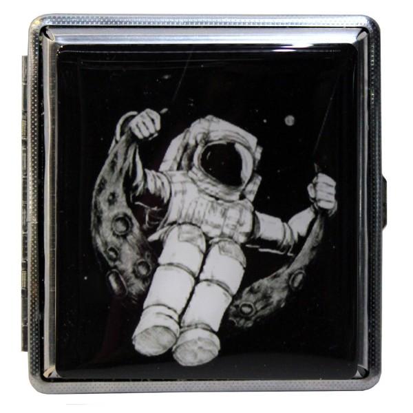 Ay Üzerinde Sallanan Astronot Sigara Ta...